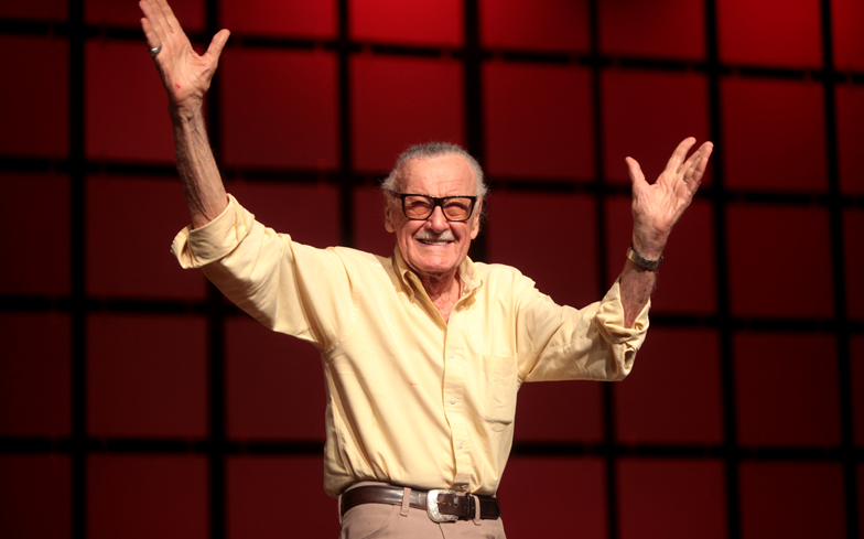 Stan Lee, editore Marvel Comics, esulta a una fiera di comics