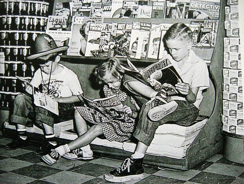 Bambini leggono fumetti