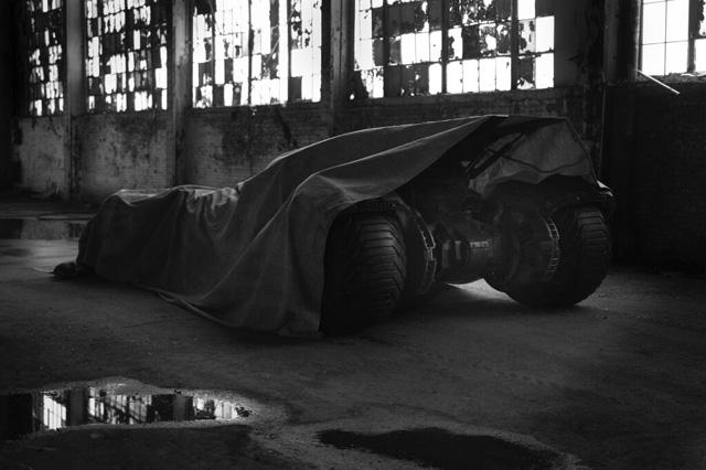 Zack Snyder mostra foto Bat-Mobile
