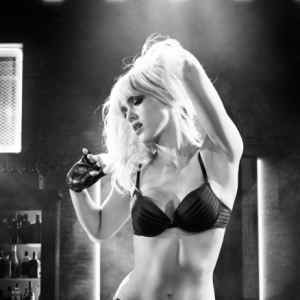 Cinque character poster per Sin City: A Dame to Kill For
