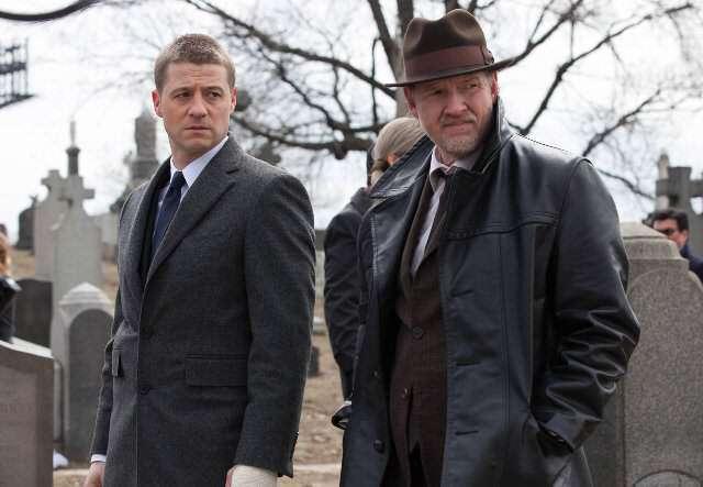 Gotham_pilot_Gotham_Cemetery_0498_Recensioni