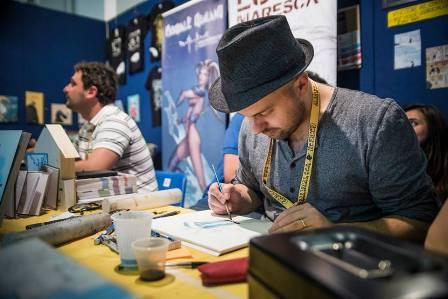 Paolo Castaldi allo stand ALT! al Napoli Comicon. Foto di Francesco Sangiovanni