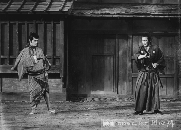 Toshiro Mifune e Tatsuya Nakadai in Yoyimbo di Akira Kurosawa