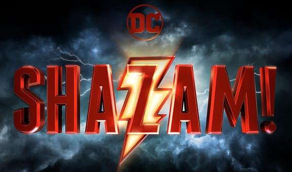 Shazam: prima immagine ufficiale di Zachary Levi in costume