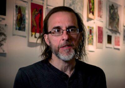 L'artista americano Bruno Nadalin tra le sue opere