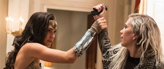 Wonder Woman come Tenet, Spider-Man natalizio